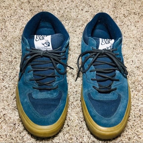 68a5e314df Vans Dark Blue Half Cab Low Top Shoes. M 5c46b6f32beb79a3b927f91f